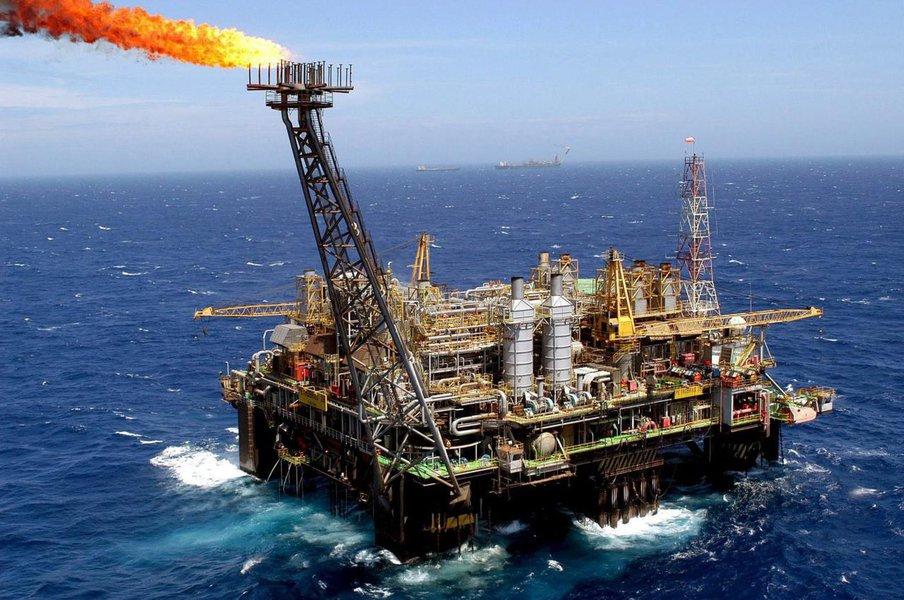 Dados divulgados nesta terça-feira, 5, pela pela Agência Nacional do Petróleo (ANP) mostram que aprodução nacional de petróleo nos 56 poços localizados na área do pré-sal totalizaram, em maio, 1,146 milhão de barris de óleo por dia; aumento de 15,2% em relação a abril; produção de petróleo e gás natural no Brasil em maio totalizou 3,115 milhões de barris de óleo equivalente por dia