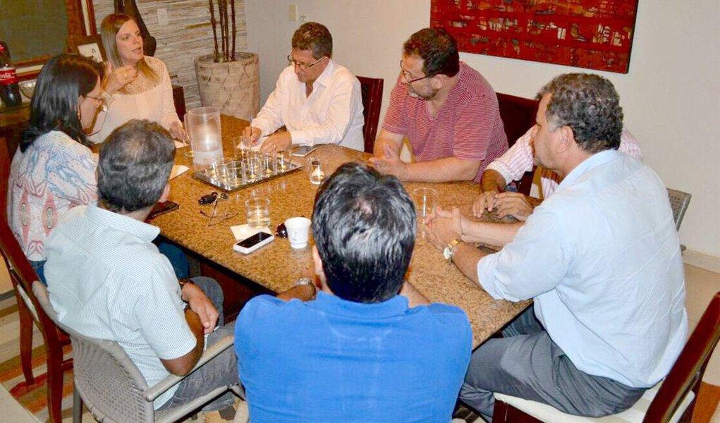 Em reunião comrepresentantes dos partidos que formam a aliança partidária Frente por Palmas, que tem a pré-candidata à Prefeitura de Palmas e vice governadora, foi deliberada a criação de um Grupo Gestor com a função de auxiliar nas decisões da pré-campanha e traçar novas metas para as próximas etapas da corrida da pevista rumo ao Paço Municipal; outra decisão tomada durante a reunião foi que a convenção será conjunta com todos os partidos da base de sustentação da pré-candidatura no dia 5 de agosto, na região Sul da Capital, em local ainda não definido
