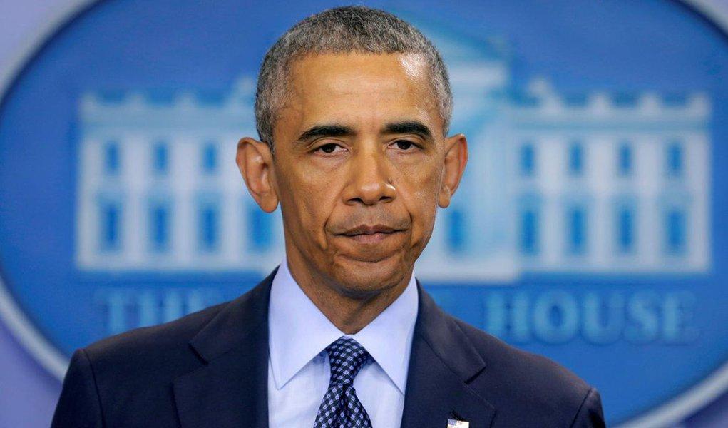 """O presidente dos Estados Unidos, Barack Obama, disse nesta segunda-feira, após diversas bombas serem encontradas em Nova York e Nova Jersey, que o terrorismo """"nunca nos derrotará"""" e que os norte-americanos """"jamais se renderão ao medo""""; """"Estamos muito gratos que ninguém foi morto e rezamos por aqueles que foram feridos, desejando uma rápida recuperação"""", destacou Obama em pronunciamento em Nova York. """"Eles estão tentando machucar pessoas inocentes, mas também estão tentando infiltrar o medo em todos nós"""""""