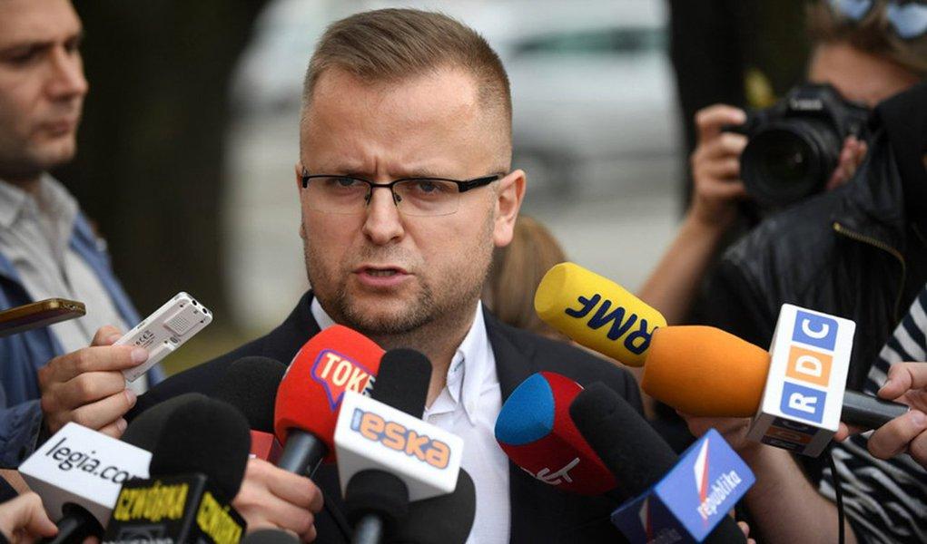 Diretor de relações públicas e de mídia do Legia Varsovia, Seweryn Dmowski,disse temer que o time seja excluído da Liga dos Campeões depois que seus torcedores se chocaram com a polícia antes da partida de terça-feira contra o Real Madrid, no segundo incidente do tipo nesta temporada; doze pessoas ficaram feridas no tumulto, incluindo três policiais espanhóis, e 13 torcedores poloneses foram detidos após oscampeões poloneses serem derrotados por 5 x 1