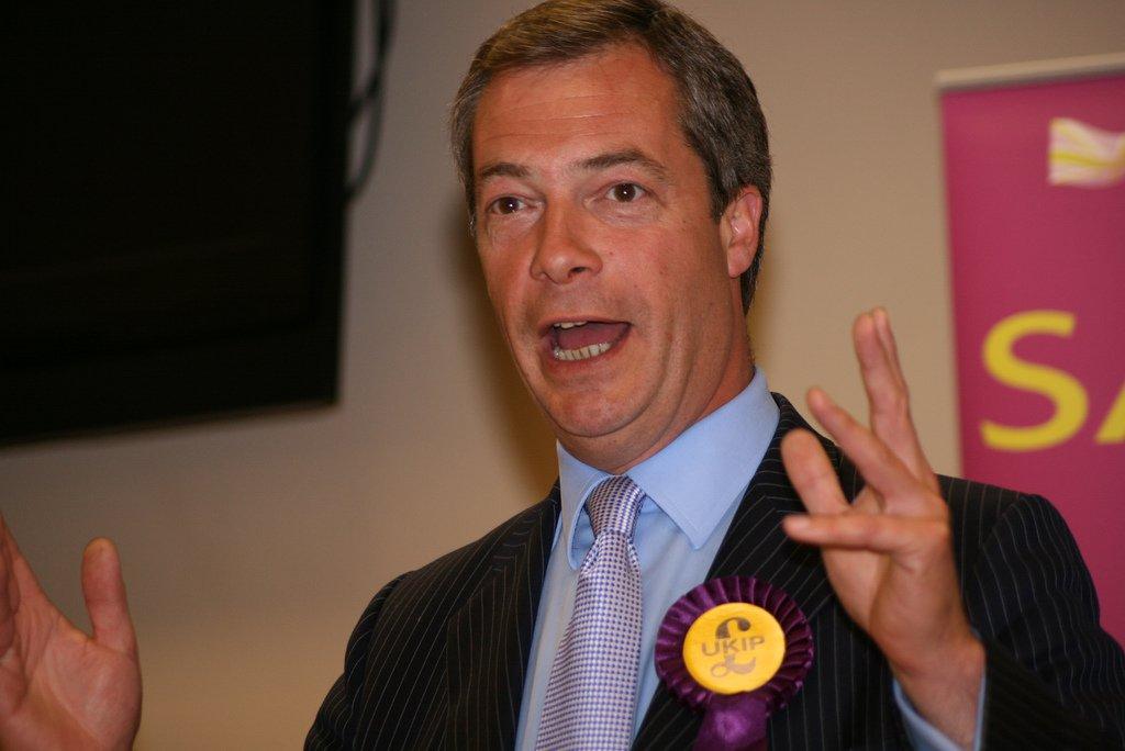 """Líder do Partido pela Independência do Reino Unido (Ukip, na sigla em inglês) e uma das principais figuras na campanha pela saída da União Europeia (UE), Nigel Farage, anunciou que vai deixar o cargo dentro da legenda, fundada por ele; """"A vitória da saída no referendo significa que minha ambição política foi alcançada"""", disse; """"Durante a campanha, o que eu disse é que queria o meu país de volta. Agora digo que quero a minha vida de volta"""", completou"""
