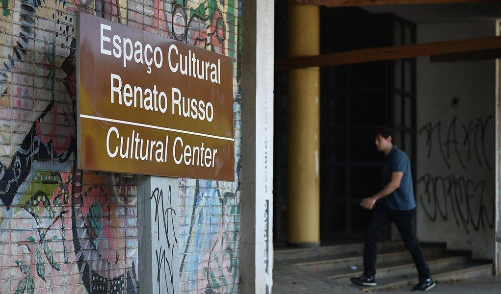 Representantes do setor cultural de Brasília acompanharam o andamento da reforma doEspaço Cultural Renato Russo(508 Sul); o trabalho foi iniciado na primeira quinzena de setembro com recursos de R$ 5,6 milhões daAgência de Desenvolvimento do Distrito Federal(Terracap); a previsão é que as obras terminem em junho de 2017; o projeto foi readequado para levar em conta a tradição e a importância do espaço para o setor