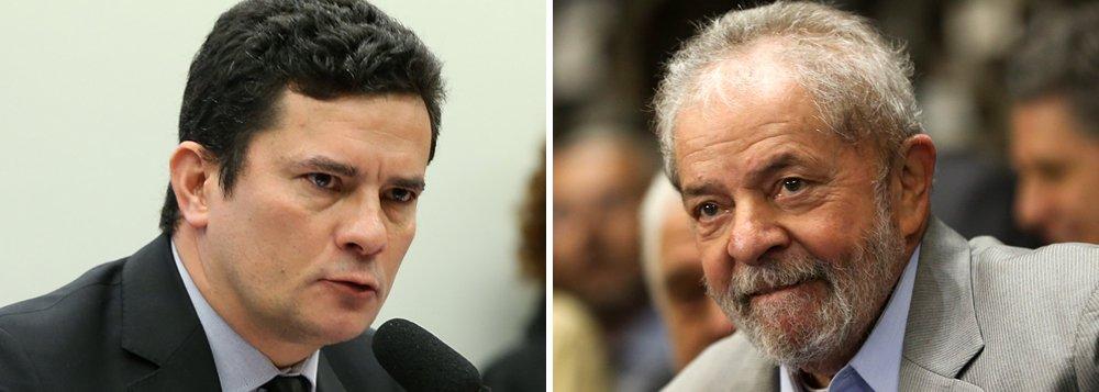 """Outras sete pessoas que foram denunciadas pela força-tarefa da Lava Jato, entre elas a esposa do ex-presidente, Marisa Letícia, e o presidente do Instituto Lula, Paulo Okamotto, também tornaram-se rés; Lula foi denunciado por corrupção e lavagem de dinheiro no caso do apartamento no Guarujá; segundo o procurador Deltan Dallagnol, que coordena a força-tarefa, ele era o """"comandante geral"""" do esquema de corrupção na Petrobras investigado na Lava Jato; para a defesa, Lula sofre perseguição judicial com o objetivo de tirá-lo da disputa presidencial de 2018"""