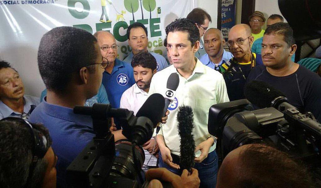 Candidatura do tucano Daniel Coelho (PSDB) à Prefeitura do Recife foi oficializada neste domingo (14). A chapa encabeçada pelo tucano tem como candidato a vice Sérgio Bivar (PSL); anteriormente, o PT já havia homologado a candidatura do ex-prefeito João Paulo e o PSB havia anunciado a candidatura à reeleição do atual gestor, Geraldo Julio