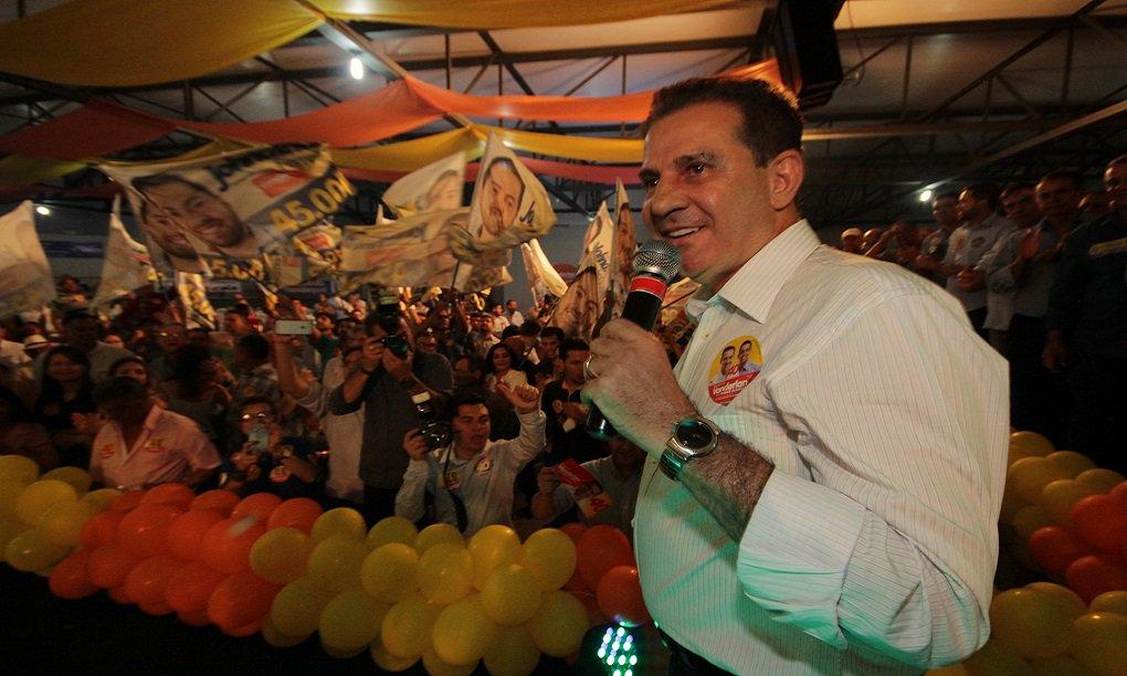 TV Anhanguera divulgou nesta sexta-feira a segunda rodada da pesquisa Ibope em Goiânia; peemedebista Iris Rezende é o primeiro colocado, com 36%; empresário Vanderlan Cardoso (PSB) cresceu 14 pontos e agora tem 27%, comprovando a tendência de segundo turno na Capital; Delegado Waldir (PR) tem 13%, Adriana Accorsi (PT) aparece com 6%, Francisco Júnior (PSD) tem 2% e Flávio Sofiati (Psol) ficou com 1%; na simulação de segundo turno entre Iris e Vanderlan, o peemedebista ficou com 43% e o empresário com 42%. Iris Rezende é o candidato mais rejeitado enquanto Vanderlan é o menos