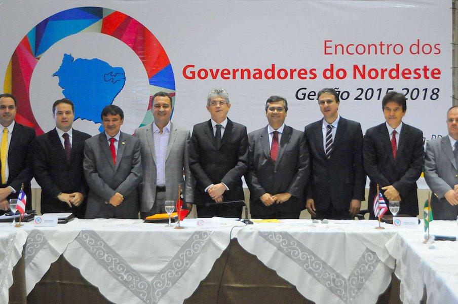 """Os nove governadores do estados nordestinos deverão participar hoje, em Fortaleza, doencontro """"Nordeste 2030 - Desafios e caminhos para o desenvolvimento sustentável"""""""