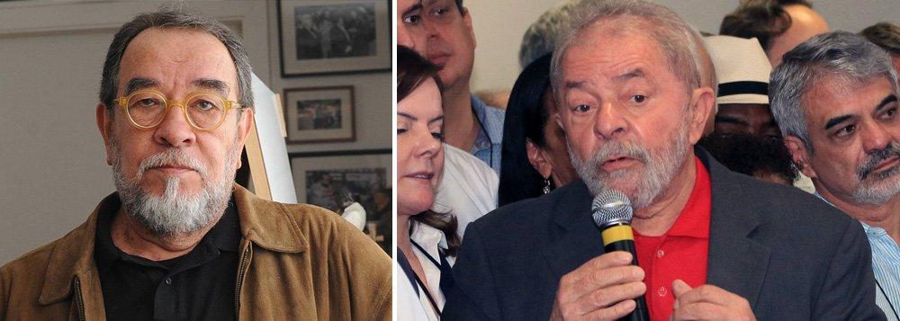 """Para o escritor e jornalista Fernando Morais, a tentativa de tirar Lula das eleições presidenciais de 2018, a partir de condenação judicial articulada pela Lava Jato, é parte da estratégia de consolidação do golpe que derrubou Dilma Rousseff; """"Essa denúncia maluca, porque o próprio acusador diz que não tem como provar, é a consolidação do golpe"""", disse; """"Se não pegarem o Lula, não tem golpe, porque o Lula ganha as eleições de 2018"""", completou"""