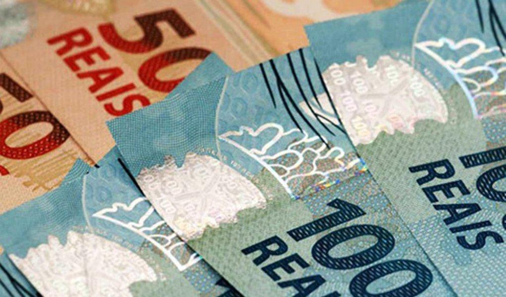 Analistas do mercado melhoraram ligeiramente suas projeções para o rombo primário nas contas públicas neste ano, mas pioraram a expectativa para o ano que vem, conforme relatório Prisma Fisca do Ministério da Fazenda; para 2017, expectativa passou a ser de um déficit de R$ 145,388 bilhões para o governo central, acima dos R$ 140,157 bilhões do levantamento anterior; já para 2016, a previsão de déficit primário passou a R$ 159,884 bilhões, abaixo dos R$ 160,378 bilhões estimados anteriormente e inferior a meta de R$ 170,5 bilhões fixada como meta para o ano