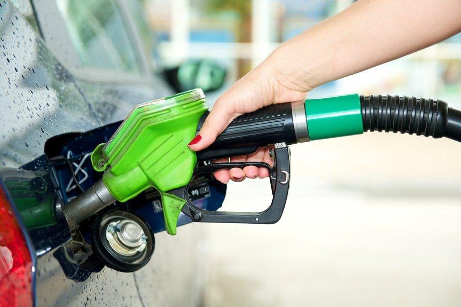 De acordo com último levantamento da Agência Nacional do Petróleo (ANP), Fortaleza tem a gasolina mais cara entre as capitais nordestina e a segunda mais cara do País, com preço médio de R$ 3,976. A capital cearense fica atrás apenas de Rio Branco (AC), com R$ 4,004