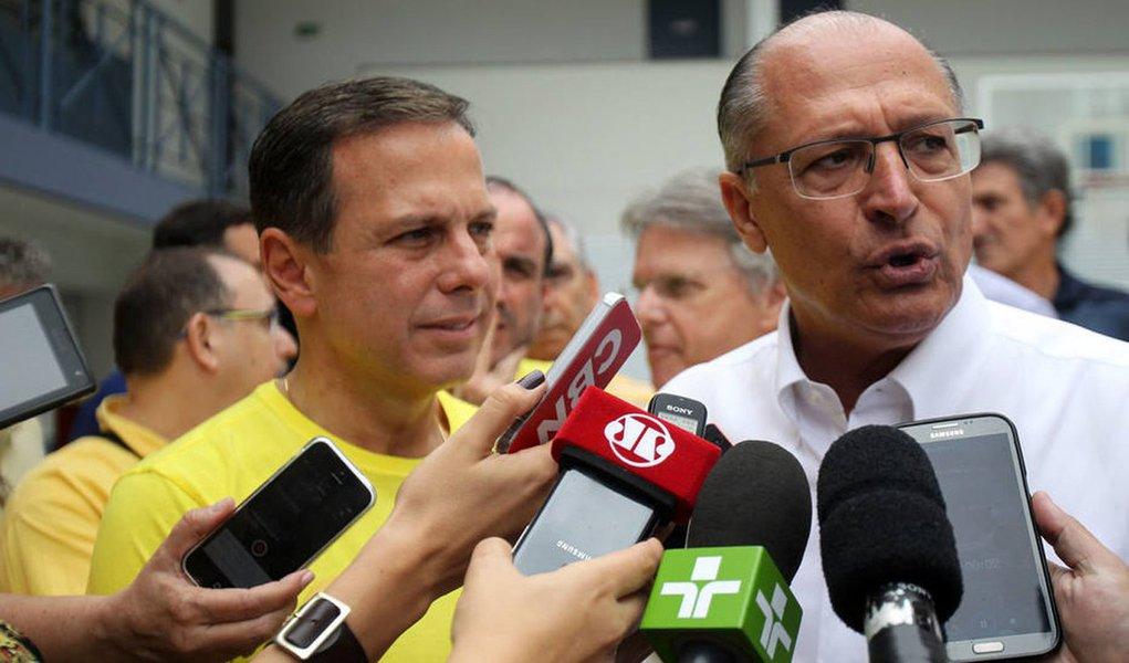 """A condição do PP para apoiar a candidatura de João Dória (PSDB) a prefeito de São Paulo é que o governador Geraldo Alckmin (PSDB) garanta ao partido o comando de duas secretarias estaduais; segundo a colunista Mônica Bergamo, o partido até já sabe o que quer: Agricultura e Transportes; """"Alckmin, no entanto, resiste a entregar duas pastas"""", diz Bergamo; PP paulista também quer fechar a coligação para a chapa de vereadores do partido e ter a garantia que terá bom espaço em um eventual governo Doria em São Paulo"""