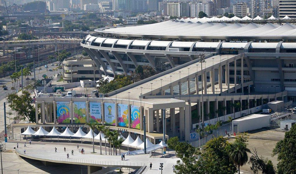Em carta enviada à Secretaria da Casa Civil no dia 16 de junho pela Concessionaria Maracanã, formada pela Odebrecht (95%) e pela norte-americana AEG (5%), o grupo alega que não conseguiu rever o contrato de cessão da arena; a concessão foi firmada por 35 anos; no acordo, o grupo poderia derrubar o parque aquático e o estádio de atletismo para erguer um centro comercial e estacionamentos, mas a medida foi proibida