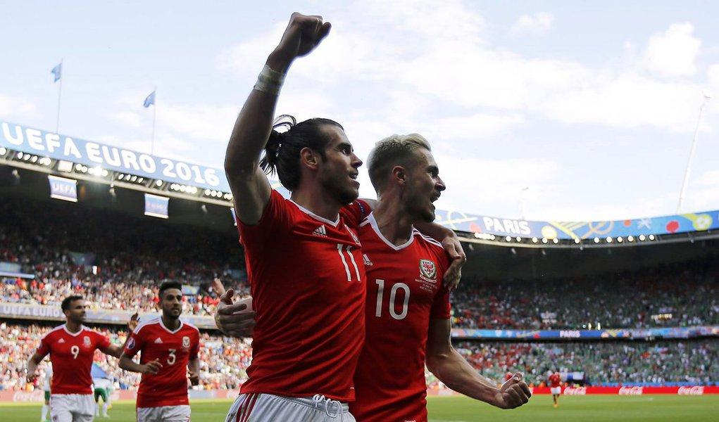 Monopolizando a jogo a maior parte do segundo tempo, o País de Gales não conseguiu furar a retaguarda irlandesa, até Bale produzir o único momento de qualidade genuína na partida aos 30 do segundo tempo. O talismã galês aproveitou uma brecha na marcação e cruzou. McAuley acabou cortando para o próprio gol