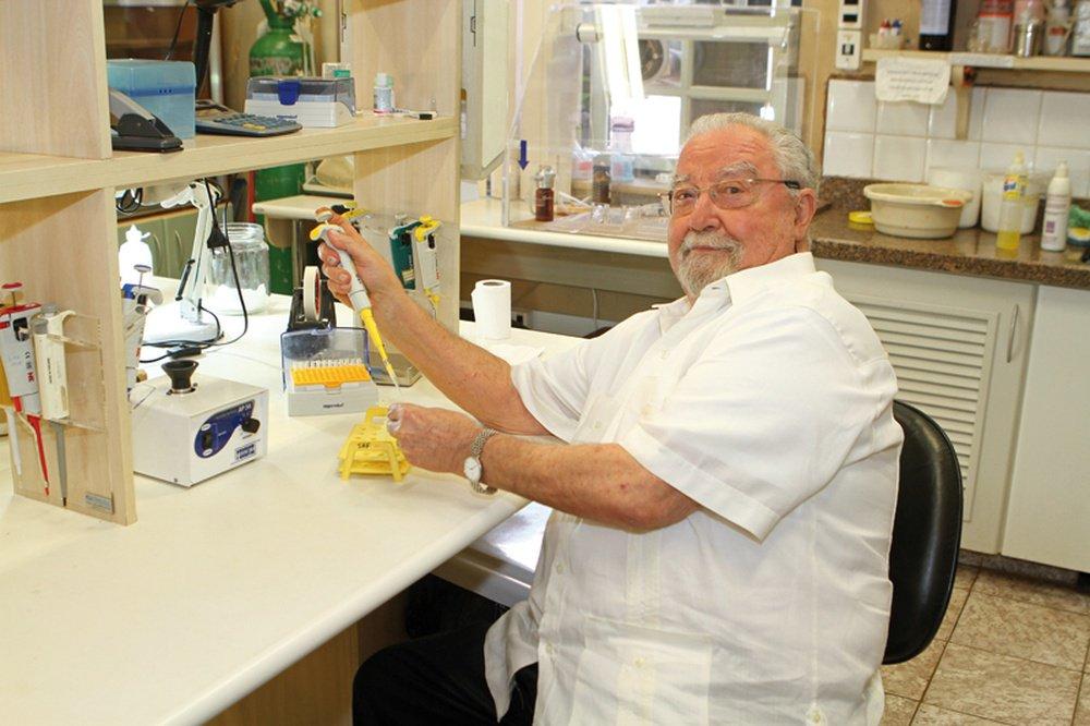 Médico e cientista Sergio Henrique Ferreira morreu aos 81 anos; ele foi um dos principais cientistas do Brasil e um dos primeiros que conseguiu transformar produto descoberto na natureza em medicamento; Ferreira descobriu, na década de 1960, o fator de potencialização da braticinina (BPF na sigla em inglês) que se tornaria o medicamento mundialmente mais utilizado a ser usado contra a hipertensão, o captopril