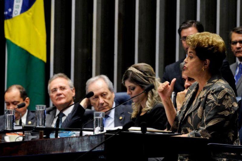 """Dilma disse em seu discurso da tribuna do Senado que estava sendo impedida devido ao """"descontentamento de segmentos das elites"""". Ou seja: por ter desagradado à parte das elites. Disse, também, em outras palavras, não temer a própria morte, mas a morte da democracia"""