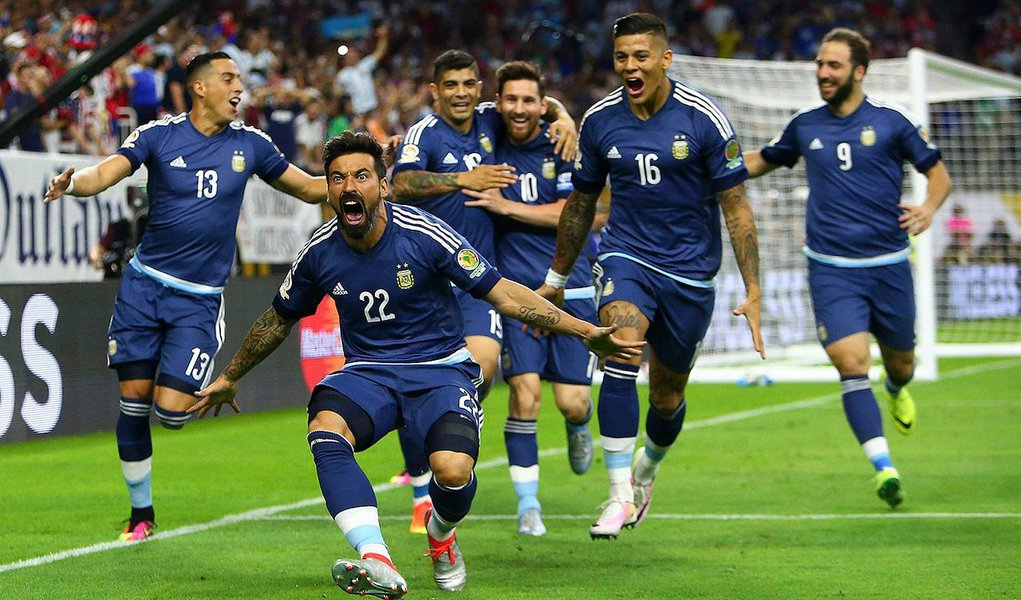 Com dois gol de Gonzalo Higuaín, um de Messi e um de Ezequiel Lavezzi, a vitória por 4 x 0 leva a Argentina para a final, no domingo, contra o vencedor da partida desta quarta-feira entre Colômbia e Chile