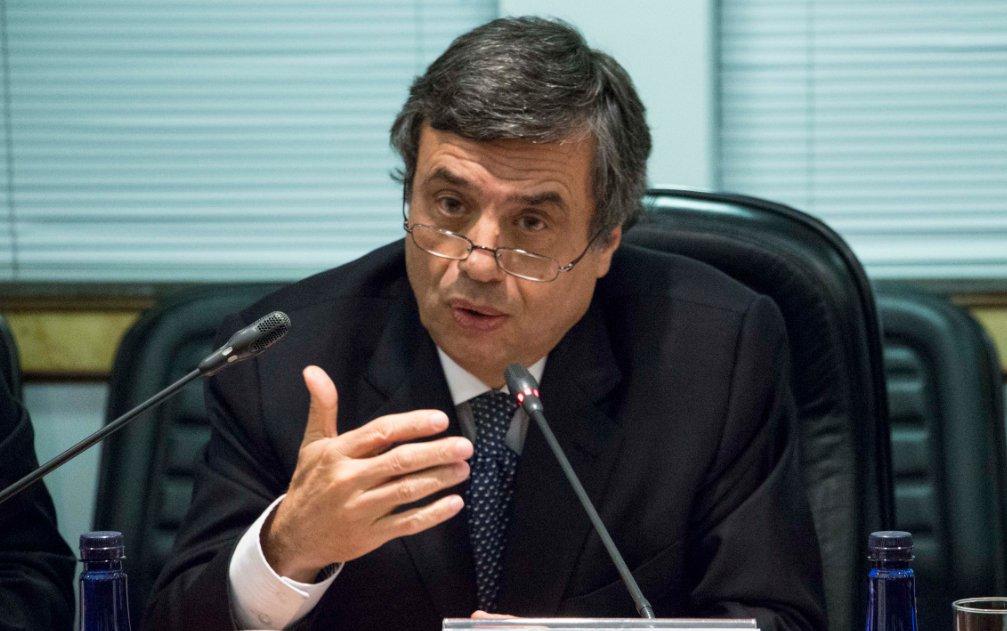 """Presidente da Federação Brasileira de Bancos (Febraban), Murilo Portugal, disse que o setor bancário nacional será """"parte da solução"""" para crise econômica brasileira e não o contrário; segundo ele, os bancos brasileiros """"estão preparados para financiar a retomada do crescimento econômico no Brasil""""; Portugal também destacou que a Febraban já vê """"sinais"""" de recuperação da economia; """"Já vemos sinais de estabilização da atividade econômica no segundo semestre e com possibilidade de voltar a crescer no final do ano"""", afirmou"""