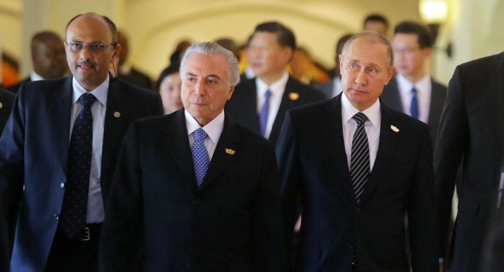 """""""Posso garantir que, após asatividades realizadas podemos garantir a confiabilidade de investimentos futuros… Assim, eu convido os países do BRICS a investirem no Brasil e a participarem desse novo momento do país. Vocês verão um país com a estabilidade política, jurídica e de segurança de um grande mercado consumidor"""", disse Temer, falando na cúpula do BRICS"""