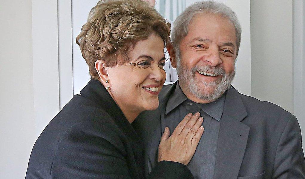 """Fernando Brito comenta a lista de propinas aberta por Sérgio Machado, que inclui caciques do PMDB, incluindo o interino Michel Temer, até o tucano Aécio Neves; """"Mas há dois nomes importantes. Não por estarem na lista, mas por não estarem citados em momento algum. São exatamente Lula e Dilma. Apontados como vilões, são dos poucos a quem, mesmo os delatores mais dispostos a tudo para salvar a pele, não apontam o recebimento devantagem em dinheiros"""", destaca"""
