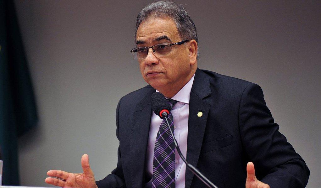Inicialmente, Ronaldo Fonseca (Pros-RJ) tinha prazo até sexta feira passada (1º), mas pediu mais tempo para analisar os documentos e conversar com assessores e técnicos parlamentares; Cunha questiona na comissão a decisão do Conselho de Ética, do último dia 14, de aprovar a cassação do mandato dele por 11 votos a nove; o relator tem também se defendido das acusações de outros deputados que levantaram suspeição sobre o nome dele