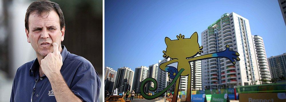 """Prefeito Eduardo Paes (PMDB) atribuiu a furtos a precariedade encontrada nos apartamentos na Vila dos atletas, entregues às delegações; """"Não tinha nenhum apartamento sem privada, sem luminária. Isso tudo infelizmente foi roubado ao longo desses três meses. Não me pergunte por quem, eu não sei""""; ele elogiou os dirigentes do COI pela solidariedade diante das crises econômica e política do País e disse que é agradecido ao ex-presidente Lula e à presidente Dilma Rousseff"""