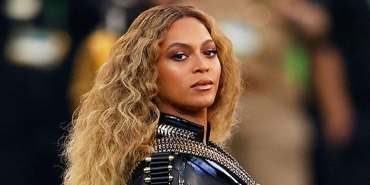 """Disco visual de Beyoncé, """"Lemonade"""", elogiado pela crítica, deu à cantora de R&B a marca de 11 indicações, a melhor da sua carreira, para o MTV Video Music Awards, numa lista que teve várias menções para Adele e o rapper Kayne West, mas nada para Taylor Swift; Rihanna teve várias indicações para as suas colaborações com o DJ Calvin Harris, em """"This is What You Came For, e com Drake. em """"Work""""; artista britânico David Bowie, que morreu de forma inesperada de câncer em janeiro, dias depois de lançar um novo disco, também entrou na lista de indicados"""
