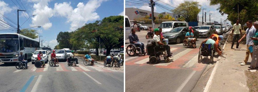 Um grupo de cadeirantes realizou um protesto na Avenida Fernandes Lima, no bairro do Farol, em Maceió; eles quebraram calçadas e se concentraram no meio da pista e de forma alternada, nos sentidos Centro/Tabuleiro e Tabuleiro/Centro, cobrando acessibilidade em diversos locais da capital; os deficientes físicos não fazem parte de nenhuma associação
