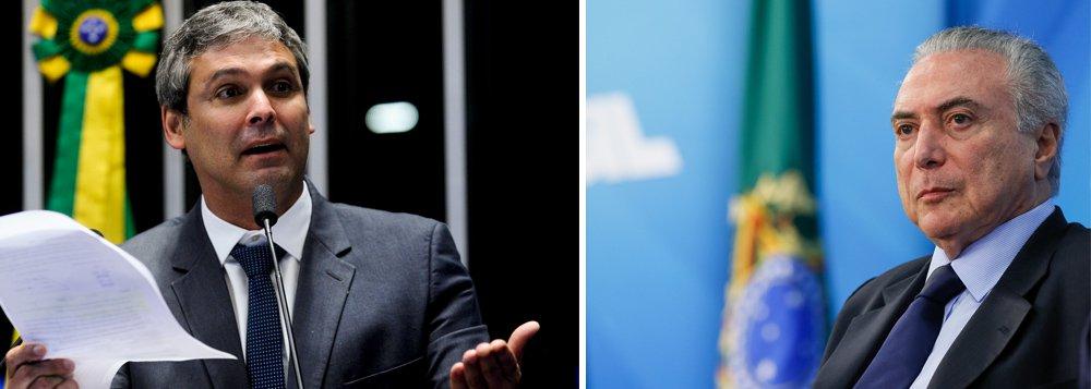 """Em análise sobre a PEC 241, proposta por Michel Temer para limitar os gastos do governo pelos próximos 20 anos, o senador Lindbergh Farias (PT-RJ) avalia que a medida """"desmonta o Estado de Bem-Estar Social"""", e """"vai além de uma reforma fiscal ao impor uma queda dos gastos e investimentos federais em termos do PIB e em termos per capita""""; Lindbergh contesta ainda versão sustentada pela equipe econômica do Planalto de que não haverá redução de gastos com a saúde; """"O esforço retórico do governo de que não haverá cortes de gastos em saúde é mentiroso"""", diz o senador; leia a íntegra"""