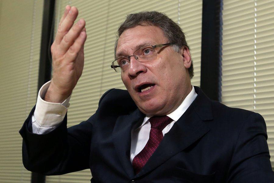 """Ex-ministro da Justiça do governo Dilma, Eugênio Aragão alerta para o fato de que os resultados da Lava Jato surgiram em um período de eleições polarizadas; paralelamente, ele afirma que muitos acreditam que pela punição legal resolveremos os conflitos, o que discorda; para ele, o caminho é pelo voto popular, por uma Assembléia Constituinte autônoma para promover uma reforma política; mas, como lembra, isso não interessa """"aos donos do poder"""""""