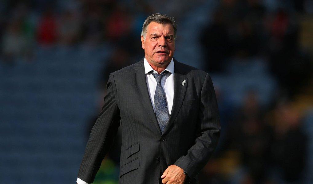 """""""Estou extremamente honrado em ser anunciado como técnico da Inglaterra, especialmente porque nunca foi segredo que para mim é o trabalho que sempre quis. Para mim, é absolutamente o melhor emprego no futebol inglês"""", disse SamAllardyce em comunicado, anunciando um contrato de dois anos"""