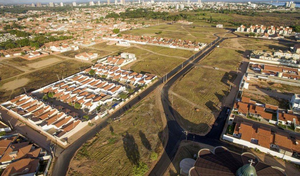 As Regiões Tocantina e Sul já receberam mais de 120 quilômetros (km) de pavimentação urbana, desde o início da gestão Flávio Dino, em 2015. O investimento do governo estadual é de R$ 45 milhões e contemplou Imperatriz, Carolina, Porto Franco, Amarante, Açailândia, Davinópolis, Grajaú, Balsas e Barra do Corda; são aproximadamente 525.880 habitantes beneficiados com a melhoria da mobilidade urbana.O 'Mais Asfalto' já alcançou 131 cidades em todo o Maranhão; com investimentos de R$ 100 milhões, o que representa cerca de 1000 km de pavimentação asfáltica