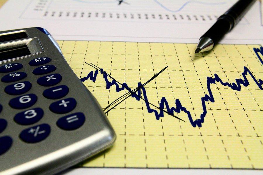 De acordo com IPECE, a queda é fruto da crise macroeconômica que o País enfrenta. O PIB é calculado com base nos resultados dos setores Agropecuária, Indústria e Serviços, e detalhados por suas atividades econômicas