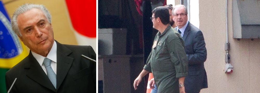 No dia em que Eduardo Cunha (PMDB), arquiteto do impeachment, foi preso, o presidente Michel Temer decidiu antecipar sua volta do Japão;retorno da comitiva do presidente estava previsto para a manhã de quinta-feira, 20, no horário local, mas o embarque foi antecipado para esta quarta-feira, 19, sem explicação oficial sobre o motivo; o grande receio é de que Cunha se torne delator e revele os nomes dos mais de 100 deputados que financiava e que votaram pela cassação de Dilma Rousseff; crise política entra em novo patamar, no momento em que delatores da Odebrecht mencionam vários ministros do governo Temer