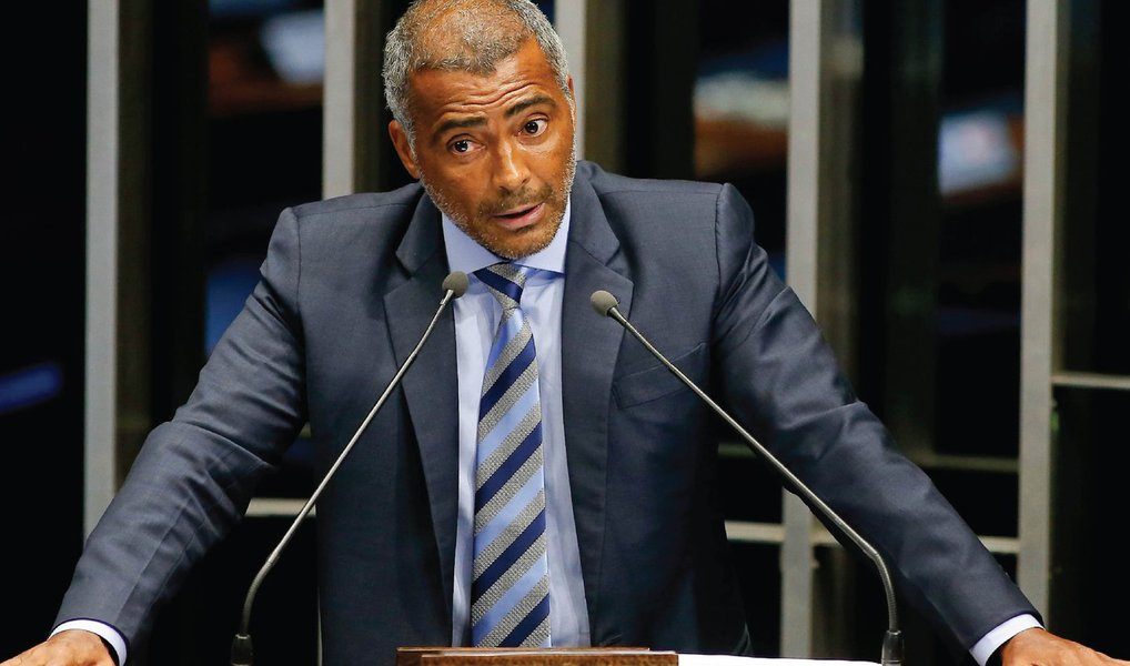 O senador Romário (PSB-RJ) desistiu de sua candidatura à prefeitura do Rio; a informação foi confirmada pelo diretório nacional do PSB; o partido também confirmou que Romário deixa a presidência dos diretórios estadual e municipal do Rio