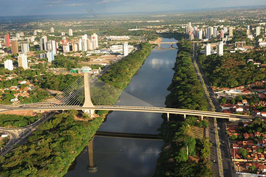 """""""Os dados, segundo o recorte geográfico, evidenciam que em três unidades da Federação o crescimento foi positivo no ano: Piauí (+ 3,0 mil postos ou +0,67%), Acre (+2,8 mil postos ou +2,14%); e Roraima (+2,2 mil postos ou +2,38%). Nos outros estados houve queda no nível de emprego"""", informa o Ministério do Trabalho, sobre dados divulgados ontem a respeito de 2015, um ano trágico para o mercado de trabalho, com o corte de 1,5 milhão de vagas"""