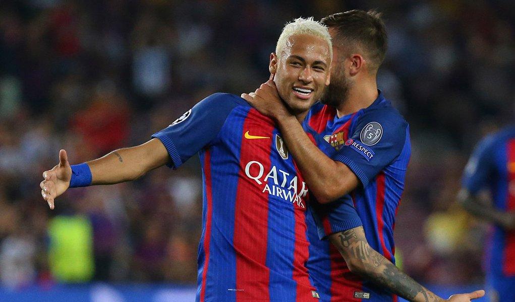 """O técnico do Barcelona, Luis Enrique, e seu colega do Atlético de Madri, Diego Simeone, fizeram defesas contundentes de Neymar depois que o estilo de jogo do atacante brasileiro o colocou sob os holofotes; o ex-jogador Barça Michael Laudrup criticou Neymar por """"provocar"""" os adversários na vitória de 5 x 1 sobre o Leganés, e o estilo extravagante de Neymar será objeto de atenção novamente na quarta-feira, quando o Barcelona receberá o Atlético"""