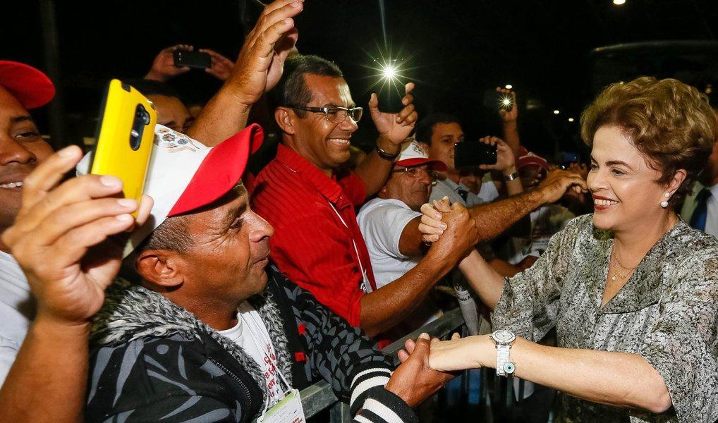 A presidente eleita, Dilma Rousseff, deve desembarcar em São Luís ainda na próxima quinta-feira (28), para participar da abertura da Feira da Reforma Agrária (MST), na Praça Maria Aragão; a expectativa também fica pelo provável comentário por parte da petista sobre a tentativa de golpe que vem sofrendo e fez o seu ex-vice Michel Temer chegar ao Palácio do Planalto; veículos internacional como o NYT, El País,The Economist eSpiegel já denunciaram o golpe contra a presidente, além de nomes importantes do trabalhismo britânico e congressistas americanos