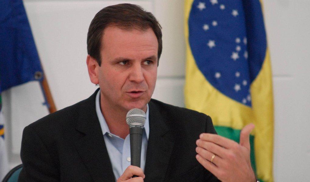De acordo com nota divulgada pela assessoria de imprensa da prefeitura do Rio, Eduardo Paes sentiu dores durante o fim de semana e procurou o Hospital Miguel Couto, onde um exame de tomografia confirmou a existência do cálculo