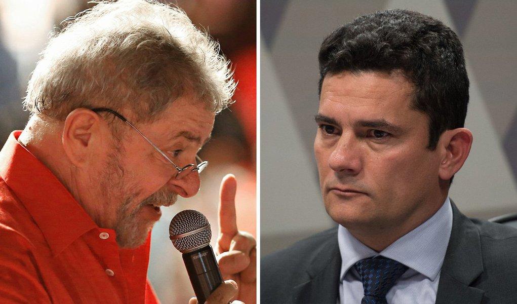 """Para o colunista Emir Sader, a aceitação da denúncia contra o ex-presidente Lula completa a """"farsa"""" da Operação Lava Jato, que seria uma cópia da Mãos Limpas, na Itália; """"Só que agora com todas as acusações voltadas sobre a esquerda, o PT e o Lula. Com a tentativa grotesca de tentar invalidar a historia recente do pais, que não seria um momento virtuoso de combate às desigualdades sociais, mas uma farsa, montada pela corrupção de recursos públicos"""", diz ele; """"É o fim de linha para o processo de corrupção moral de farsantes que atuam conforme interesses estrangeiros na tentativa de relegar o Brasil a uma republica bananeira, sem democracia, sem Judiciário, sem projeto nacional"""""""