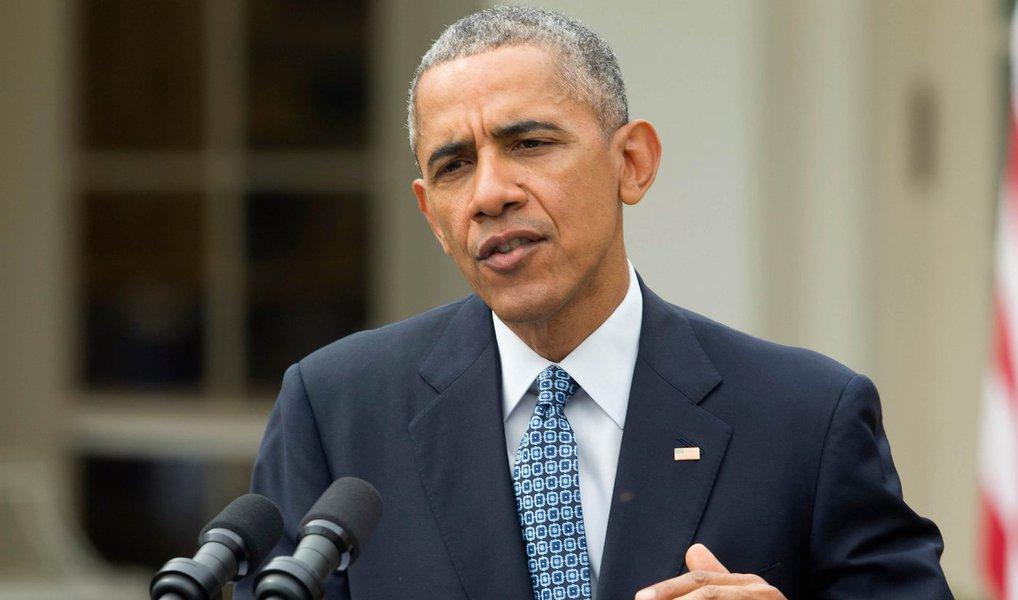"""Os Estados Unidos não podem resolver sozinho todos os desafios globais, tais como a luta contra o Daesh (proibido em muitos países, incluindo a Rússia) e o acordo de paz sírio, garantir a prosperidade e a segurança em todo o mundo, disse o presidente dos EUA Barack Obama ao jornal espanhol El País; """"Eu acredito que a liderança americana é indispensável para a segurança e prosperidade do mundo (...). Ao mesmo tempo, é claro que nenhuma nação — mesmo uma tão poderosa como os Estados Unidos — pode resolver desafios internacionais deste tipo sozinha"""", destacou citando questões como o enfrentamento ao grupo extremista EStado Islâmico e a crise dos refugiados"""