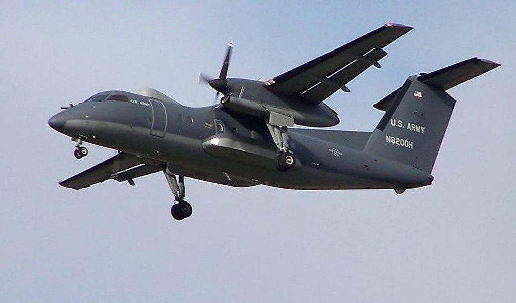 """""""Nossos meios de observação permitiram registar um avião Dash 8 da Guarda Costeira dos EUA que entrou ilicitamente no espaço aéreo da Venezuela no dia 17 de setembro"""", afirmou o ministro Padrino Lopez, citado pela agência Universal"""