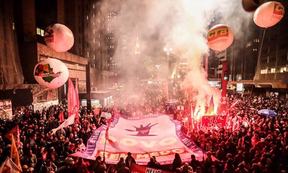 A Frente Povo Sem Medo, que reúne cerca de 30 movimentos sociais, entre eles, o MTST, deve divulgar no próximo sábado (25) uma nota com a defesa de um plebiscito que deve colocar entre as opções se a população quer ou não eleições diretas para a Presidência da República