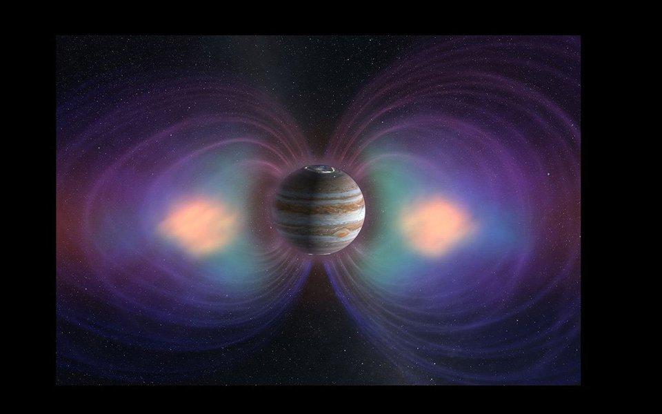 A atmosfera, a composição interior e a magnetosfera do planeta serão objeto de observação da sonda da NASA, durante um ano. É a segunda sonda – desde aGalileu, há 20 anos – dedicada exclusivamente a investigar o maior planeta do nosso sistema solar.