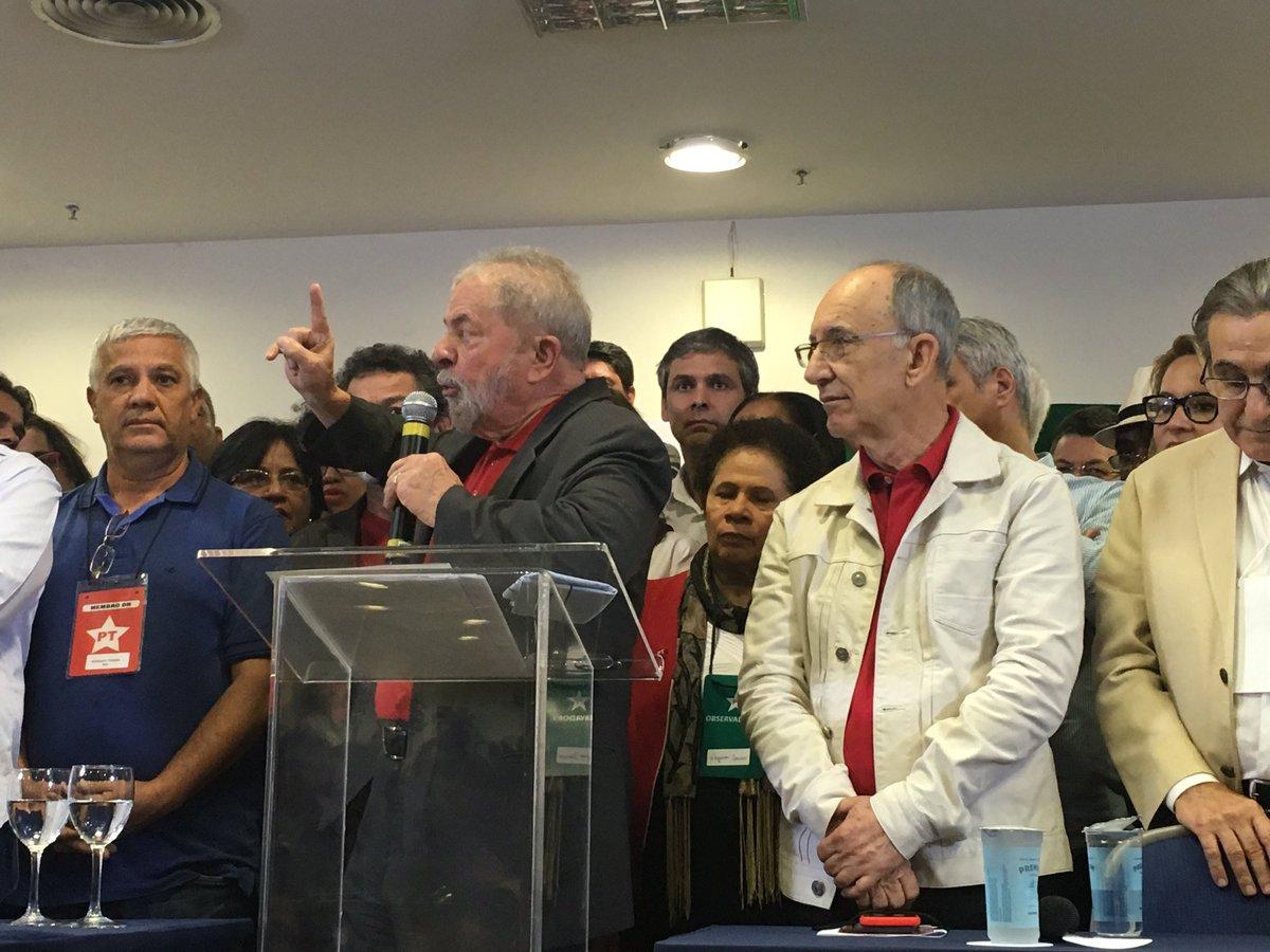 """Criar um """"grupo de amigos da democracia"""", a principal mensagem política da entrevista coletiva do ex-presidente Lula, agorinha"""