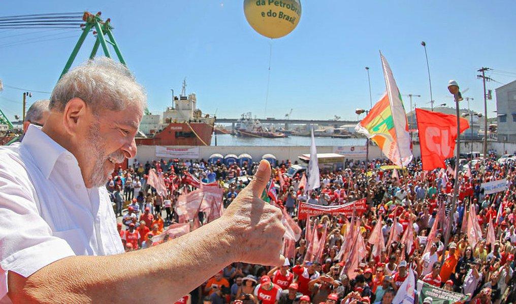 """""""O golpe foi dado para tirar o PT do governo, mas também para tentar impedir que as elites brasileiras voltem a perder o controle do Estado e tenham que conviver com governos que não fazem o que elas querem. Para demonstrar que as elites não aceitam mais perder eleições e têm que aceitar o resultado dessas eleições. E esse risco teve um nome preciso e continua tendo: Lula"""", escreve Emir Sader, sociólogo e colunista do 247; """"Já não importa que o Judiciário apareça, em todas as suas instâncias, como um simulacro de órgão que garanta a Constituição e a democracia. Às favas com as aparências. Agora se trata de blindar o capitalismo brasileiro e o Estado brasileiro, para que sigam sob o controle das minorias, que sempre haviam dirigido o Brasil"""", afirma"""