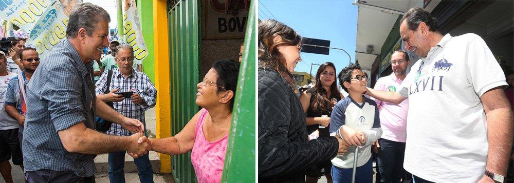 Na caça aos votos, os candidatos à Prefeitura de Belo Horizonte, João Leite (PSDB) e Alexandre Kalil (PHS), estiveram em locais diferentes, mas com o mesmo objetivo: promessas para conquistar simpatias e, consequentemente, votos; João leite visitou a Santa Casa, na Região Centro-Sul da capital, onde prometeu brigar por mais verbas; Kalil esteve a Paróquia Todos os Santos, na Região Norte, reafirmou que vai implantar uma gestão mais humanizada na capital e garantiu que não vai retirar moradores de ocupações