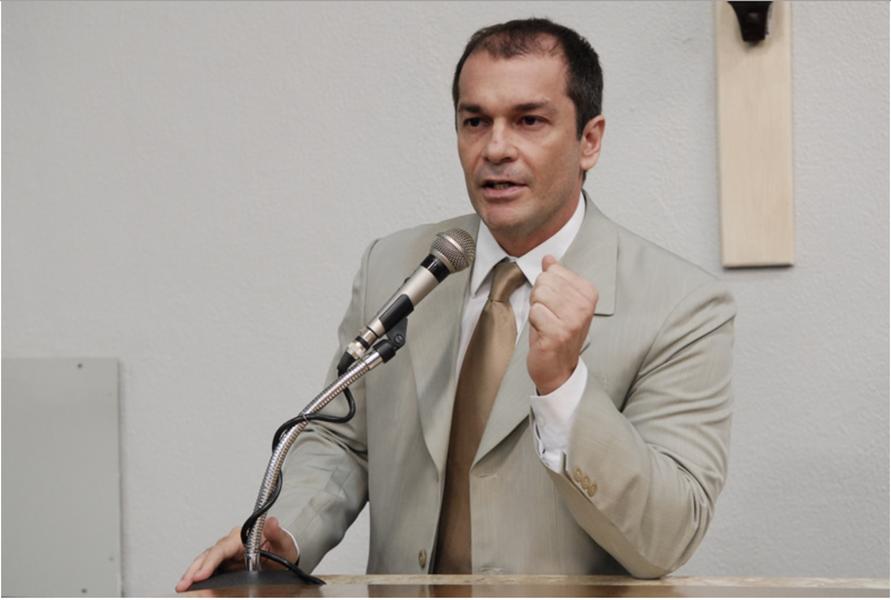 Pré-candidato do PMDB à prefeitura de Fortaleza, Marcelo Mendes promete lançar seu plano de gestão ainda este ano. O nome do ex-vereador é um dos mais cotados dentro do partido para a disputa, ao lado do atual vice-prefeito da Capital, Gaudêncio Lucena