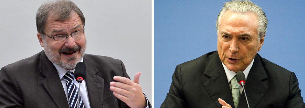 """Secretário do Tesouro Nacional de Dilma Rousseff, Arno Augustin afirmou que """"o golpe é antes de mais nada uma destruição de tudo isso que foi construído antes, para recolocar o Brasil em condições de não crescimento""""; de acordo com ele,em evento da Fundação Perseu Abramo, a desorganização da economia começou apenas no ano passado, quando Dilma Rousseff promoveu """"um recuo tático decorrente da pressão de setores empresariais"""" em direção a um programa econômico mais liberal"""