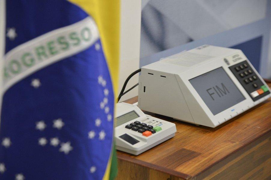 Mais de 1,9 milhão de eleitores escolherão em outubro próximo quem serão seus representantes a partir de janeiro de 2017 nos poderes Legislativo (Câmara Municipal - 43 vereadores) e Executivo (prefeitura), de acordo com dados atualizados do Tribunal Regional Eleitoral da Bahia