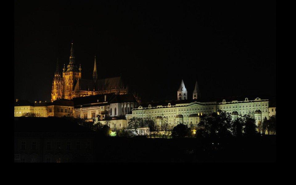 Em Praga, capital da República Checa, os ares que se respiram são os da Boêmia. Tanto os que sopram nessa região da Europa Central, quanto aqueles que se referem ao modo de vida das pessoas que não seguem regras, que são livres e gostam de se divertir e de comer e beber com os amigos. Em Praga, fica fácil compreender por que Mozart se apaixonou por ela. E ela por ele.