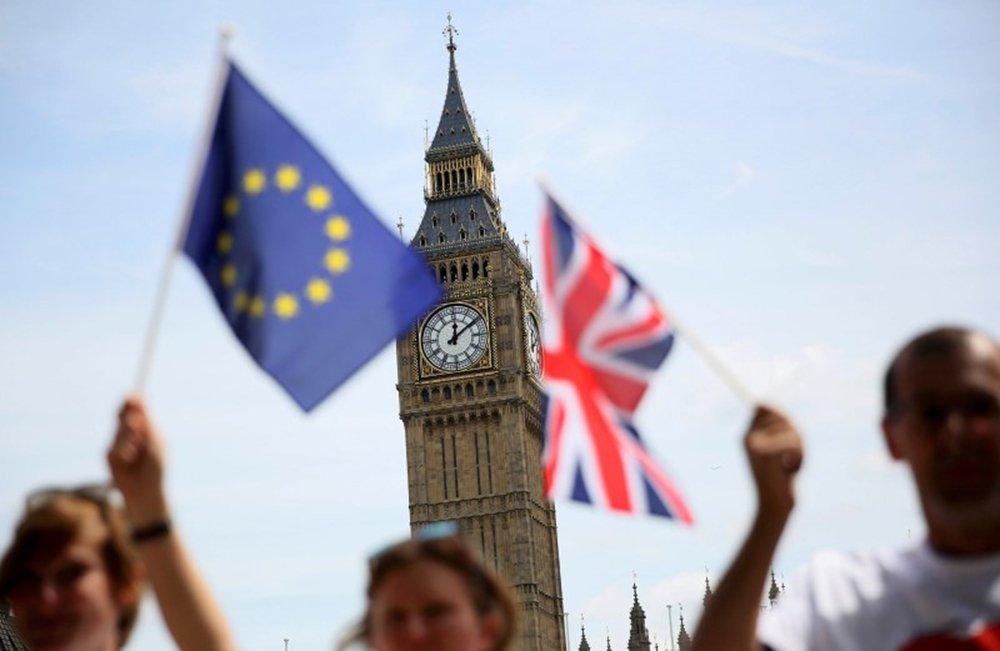 Bandeiras da Grã-Bretanha e União Europeia vistas em Londres. 19/06/2016 REUTERS/Neil Hall